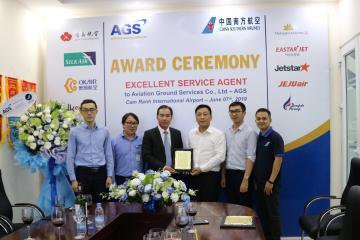 """AGS vinh dự được nhận 02 giải thưởng """"Excellent Service Agent"""" và """"Safety Handle Award"""" từ Hãng hàng không China Southern Airlines (CZ)"""